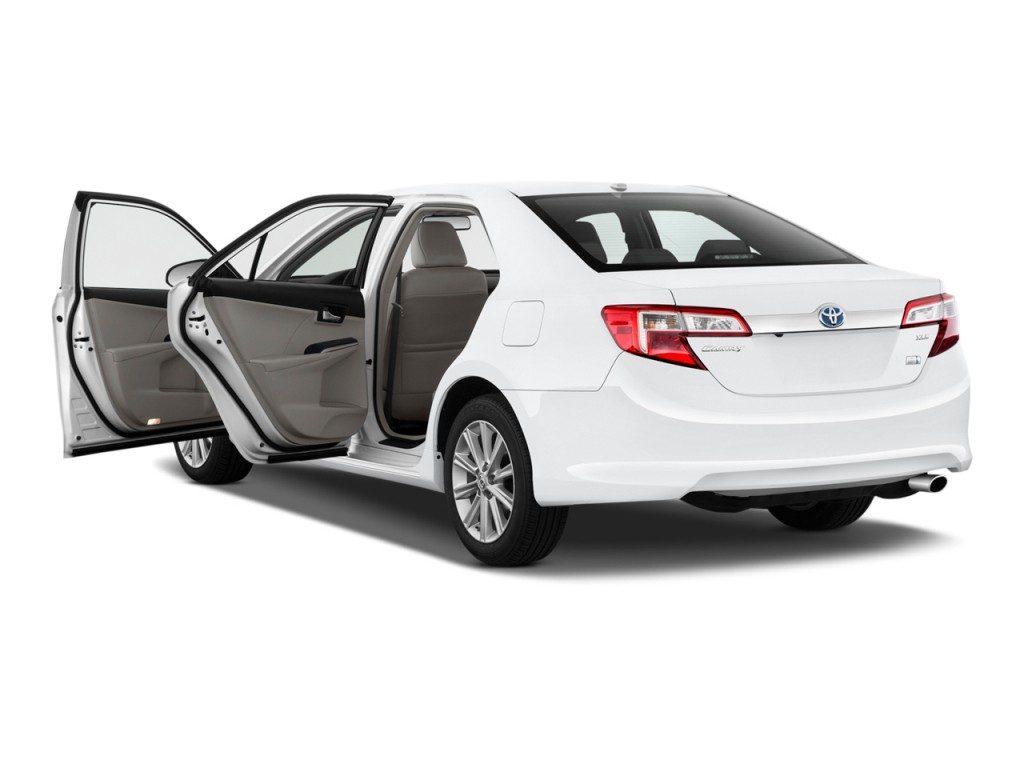 proimages/3/2013-toyota-camry-hybrid-4-door-sedan-xle-natl-open-doors_100414979_l.jpg